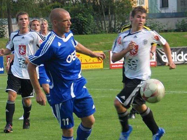 První dva zápasy Letohradu vyšly, ale podle Josefa Semeráka (v modrém) je potřeba i dál hrát s pokorou. Foto: Petr Šilar
