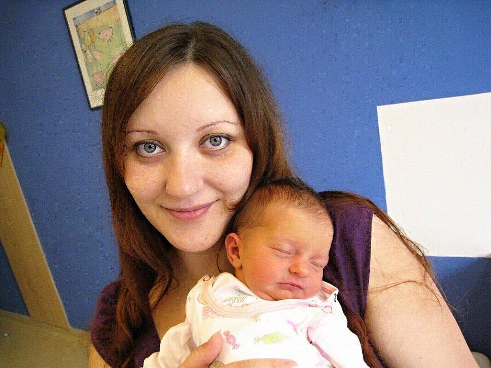 Veronika Částková je po Jakubovi druhým dítětem Veroniky Paukertové a Jaromíra Částka z České Třebové. Narodila se 30. července v 8.35 hodin, kdy vážila 2,92 kg.