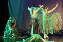 Přehlídka scénického tance mládeže a dospělých.