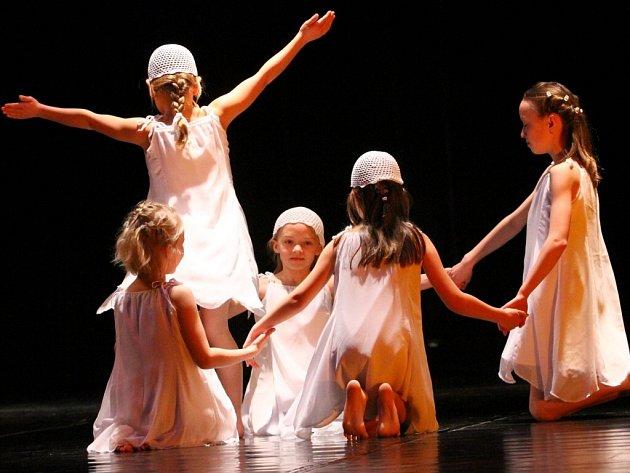 Z krajské přehlídky dětských skupin scénického tance, která se konala v Ústí nad Orlicí.