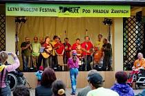 Festival v Domově pod hradem Žampach.