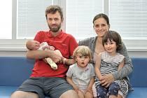 Alžběta Majvaldová rozšířila rodinu Jany a Jana ze Studeného – Bořitova. Narodila se 5. 6. v 6.59 hodin, vážila 3200 g a radost z ní mají i sestřičky Anička a Terezka.