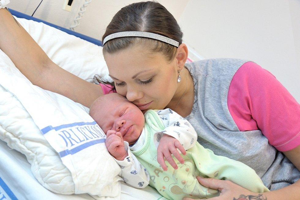 Tobiáš Straděj je po Tadeášovi dalším dítětem Jany a Pavla z Chocně. Chlapeček se narodil 4. 10. v 0.12 hodin, kdy vážil 4,41 kg.