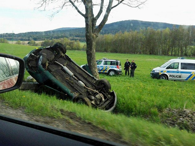 Dopravní nehoda mezi Lichkovem a Dolní Lipkou.