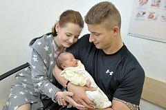 Ema Hrabalová bude doma s rodiči Hanou Málkovou a Petrem Hrabalem v Rudolticích. Když se 10. května v 5.32 hodin narodila, vážila 3,470 kg.