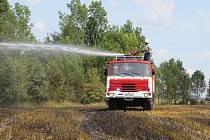 Požár strniště v Němčicích.