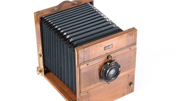 Měchový fotoaparát.