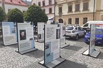 Na Starém náměstí v České Třebové bude do 31. srpna k vidění putovní výstava Osvobození bez svobody.