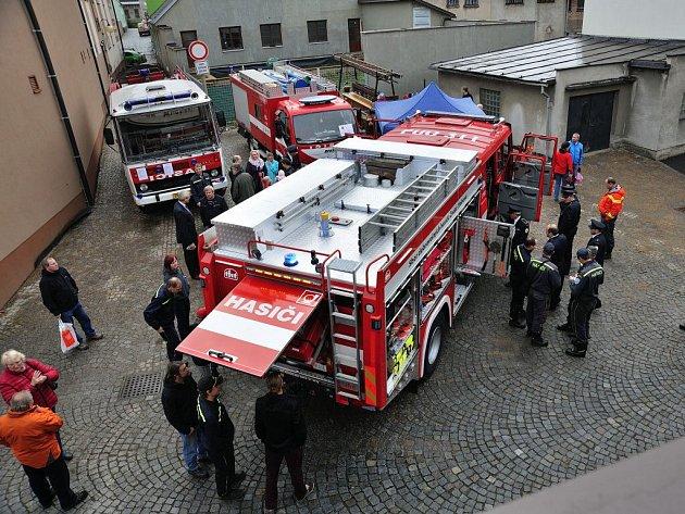Ze slavnostního předání nové cisterny Sboru dobrovolných hasičů v České Třebové.