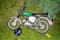 Motocykl po nehodě v Kunvaldu.