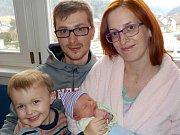 Sebastián Brokeš je po Tobiáškovi druhý syn Kristýny a Denise z Ústí nad Orlicí. Narodil se s váhou 3306 g dne 24. 12. v 0.42 hodin.