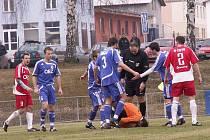 Na kolenou byl letohradský brankář Pavel Kykal proti Náchodu jenom jednou, když ho překonal Šorfa.