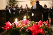 Advent v Knapovci spojený s mikulášskou nadílkou uspořádali druhou adventní neděli v místním kostele sv. Petra a Pavla.