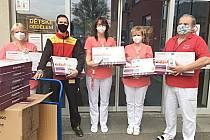 Novorozenecké oddělení Orlickoústecké nemocnice získalo od Nadace Křižovatka monitory dechu.