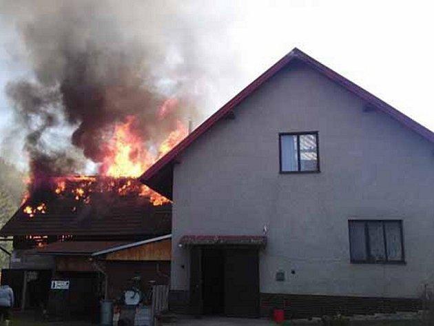 Požár domku v Písečné.