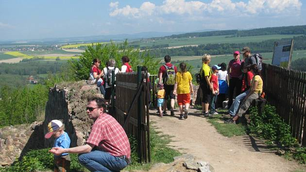 Jubilejní pochod a jízda Přes tři hrady v Potštejně.