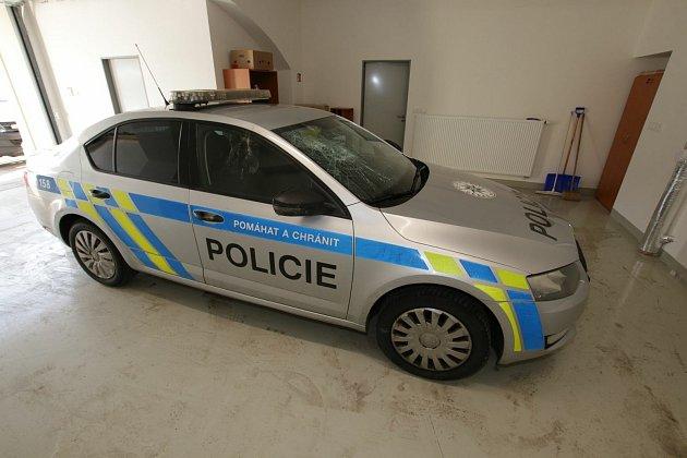 Choceňští policisté přišli vsobotu 20.února 2021na čas ojeden služební dopravní prostředek.