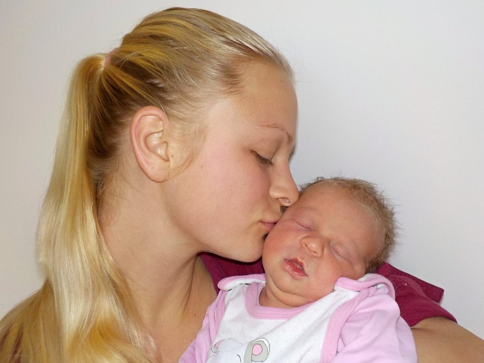Emílie Kopecká je po Josefínce druhá holčička Petry a Oldřicha z Stříteže u Poličky. Narodila se s váhou 3280 g dne 1. 12. v 2.08 hodin.