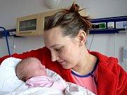 Adéla Novotná těší rodiče Jitku a Petra ze Skuhrova. Holčička se narodila 5. 2. v 8.58 s váhou 3,8 kg.