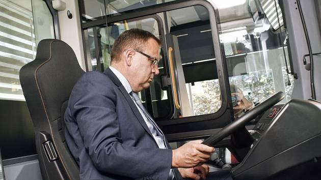 Ministr průmyslu a obchodu Jan Mládek navštívil společnost Iveco Czech Republic.