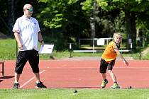 Napříč celou republikou byla v pondělí 1. června zahájena atletická závodní sezóna.