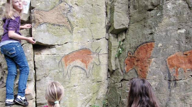 Primáni českotřebovského gymnázia vytvořili jeskynní malby.