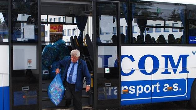 Sbírka víček v autobusech společnosti ICOM transport.