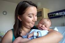 Adam Frank těší rodiče Simonu a Jana z Ústí nad Orlicí. Chlapeček se narodil 26. 5. v 18.19 hodin, na svět přišel s váhou 3,450 kg.