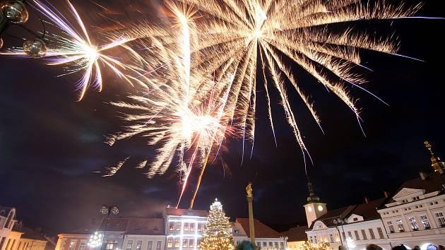 Poslední den starého roku byl v Ústí nad Orlicí ve znamení hudby i světelné show.