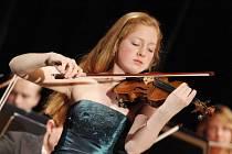 Miriam Helms Aalien z Norska - loňská laureátka KHS vystoupila s Komorní filharmonií Pardubice.