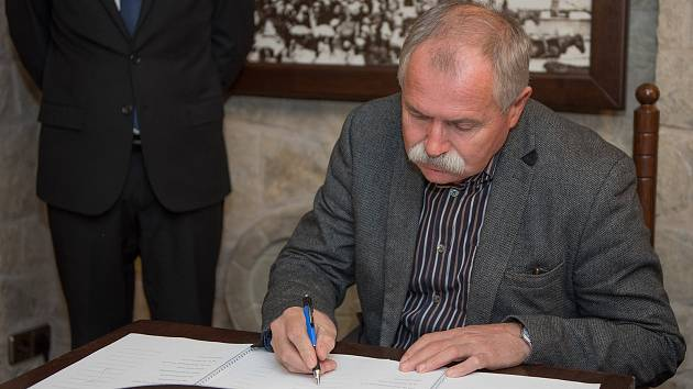 Podpis koaliční dohody v České Třebové.