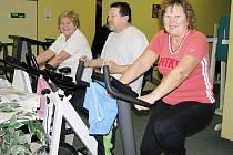 """Nikdy není pozdě začít se cvičením. Tento fakt potvrzují i senioři, kteří pravidelně navštěvují ústecký """"finess""""."""