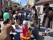 Valdštejnova ulice ožila sousedskou slavností