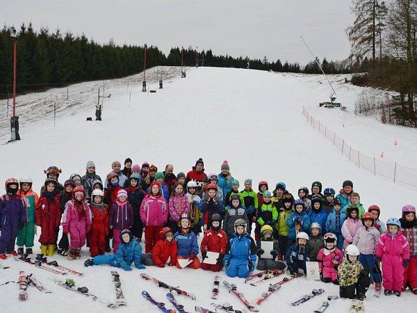 Zlyžařského a bruslařského kurzu MŠ a ZŠ Písečná.