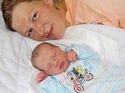 Lukáš Lux se narodil Andree Krčmářové dne 10. 7. v 7.00 hodin a vážil 3530 g. Doma v Dlouhoňovicích se na něho již těší tatínek Milan Lux, i sourorenci Eliška a Tomášek.