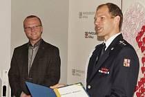 Hejtman udělil medaili Lukáši Novákovi