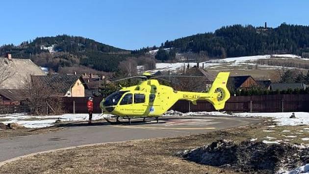 Záchranáři zasahovali u tří zraněných lyžařů v Dolní Moravě.