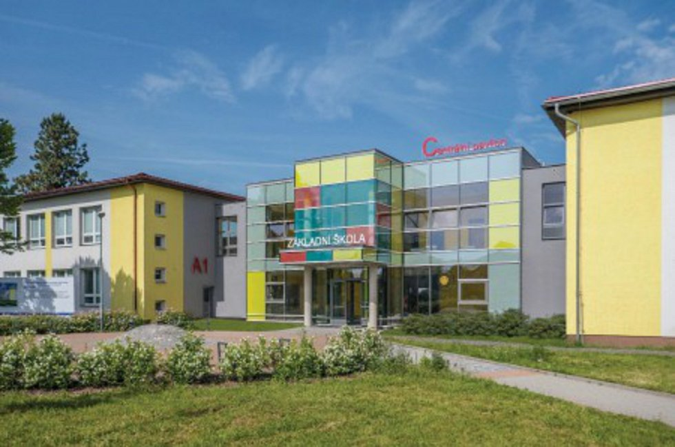 Dostavba centrálního pavilonu Základní školy v ul. Školní 247 v Opatovicích nad Labem