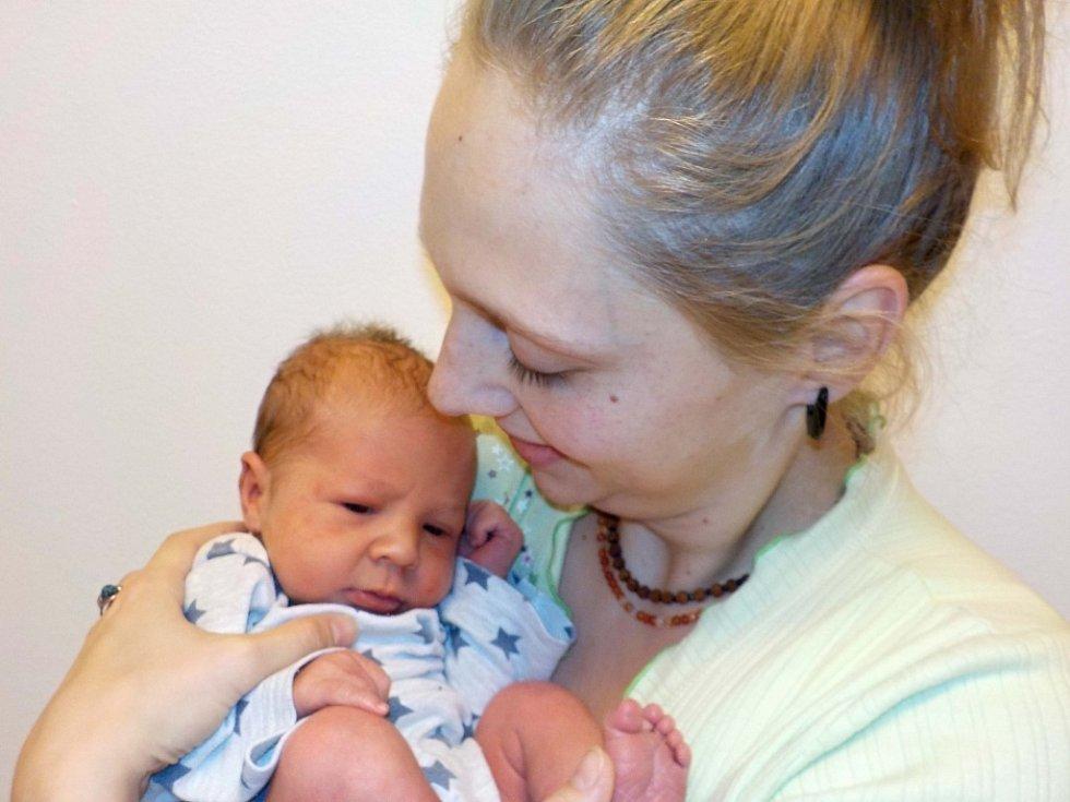 Antonín Vávra je po Elišce první syn Lucie a Petra z Dlouhoňovic. Narodil se s váhou 3100 g dne 2. 12. v 11.48 hodin.