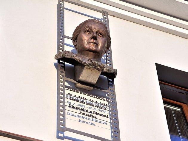 Odhalení busty herečce Zdeňce Baldové.