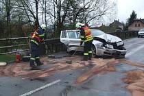 Dopravní nehoda v Helvíkovicích.