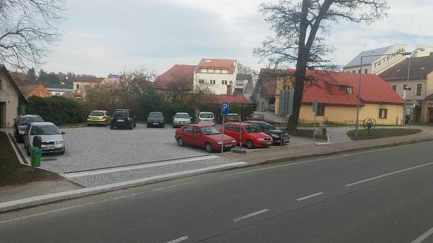 V Žamberku otevřeli upravený prostor naproti kostelu sv. Václava.
