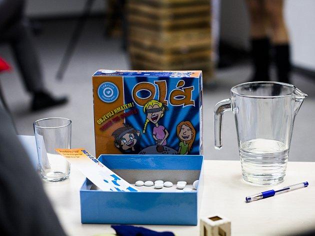 Olá je šancí pro nevidomé, jak si užít nějakou společenskou hru. Lucie Částková má nápadů mnohem více.