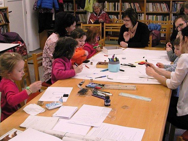 Literárně výtvarná dílnička pro nejmenší děti ovládla knihovnu vNekoři.