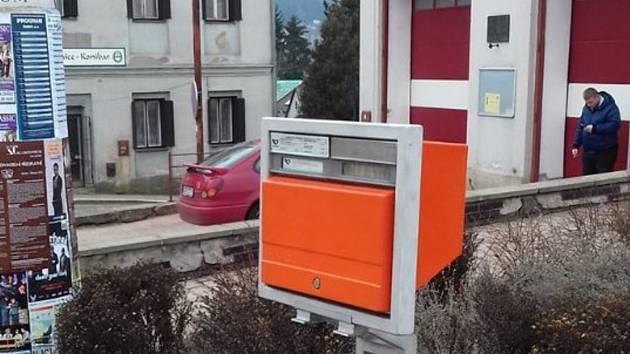 Poštovní schránka v centru Ústí nad Orlicí.