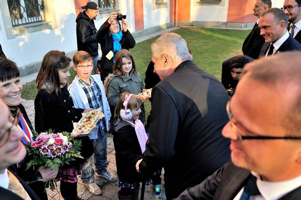 V Zámrsku prezident navštívil Státní oblastní archiv a setkal se s občany.
