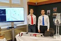 Čtyři studenti vymysleli mobilní zařízení, které měří znečištění ovzduší