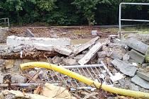 V NEDĚLNÍCH VEČERNÍCH HODINÁCH se vrátili domů hasiči z Lichkova a Sobkovic, kteří pomáhali v oblastech postižených ničivými povodněmi.