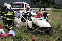 U nehody mezi Skuhrovem a Ostrovem musel zasahovat vrtulník.