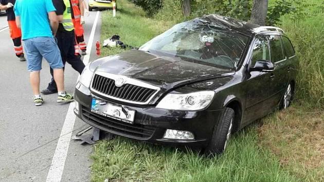 Havárie osobního automobilu po střetu se srnou u obce Líšnice.
